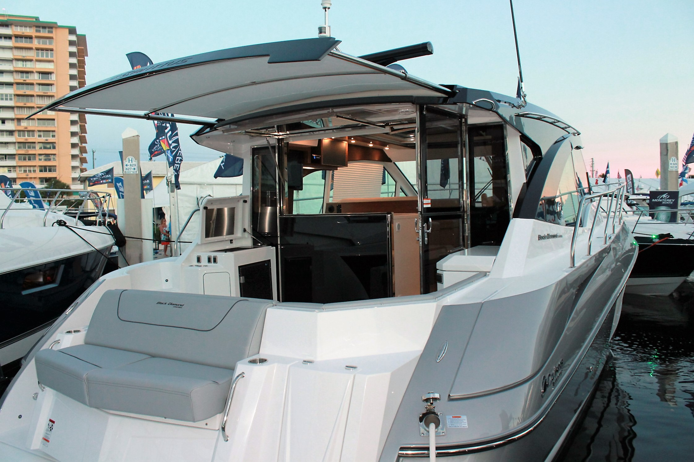product cabin beneteau outboard motorboats cruiser cockpit prod cruisers with person enclosed max antares cabins