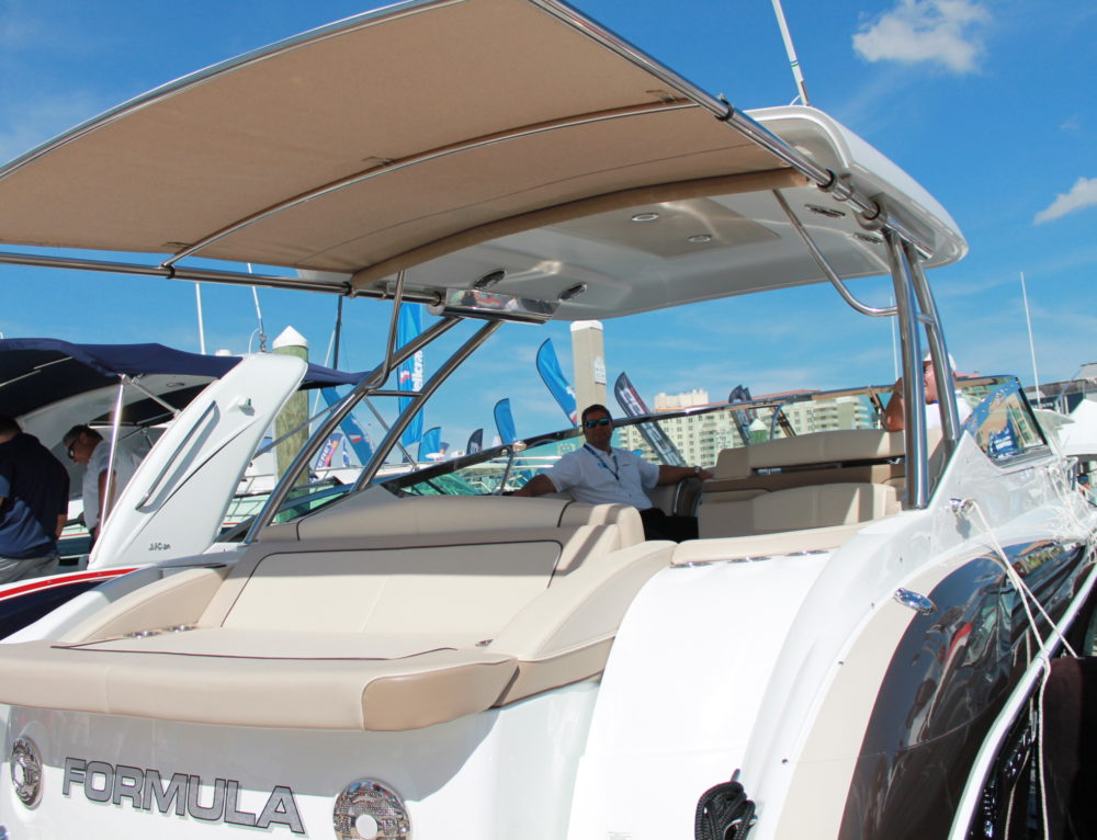 Formula Boats Wows Dealers with Retractable Shades on New Models