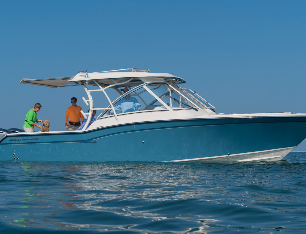 Grady-White Freedom 325 with Fully Integrated Boat Shade