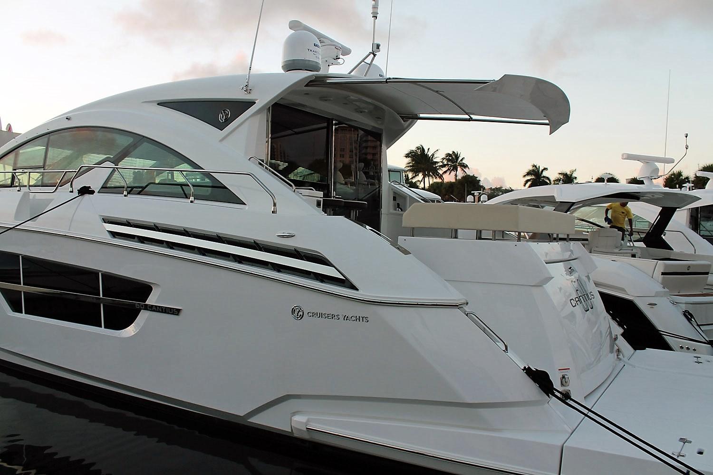 Cruisers Yachts Sureshade